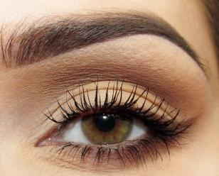 Jeśli chcecie dodatkowo 'otworzyć' oko na linę wodną nałóżcie biała lub bezową kredkę