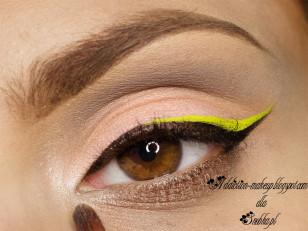 Wewnętrzny kącik rozjaśniam jasnym cieniem (Makeup Geek Shimma Shimma)