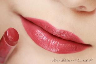 Usta maluję szminką w różanym odcieniu. Gotowe!