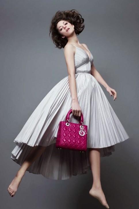 Marion Cotillard w wiosennej kampanii Lady Dior, fot. Jean-Baptiste Mondino