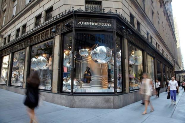 Właściciele dużych sklepów odzieżowych coraz chętniej otwierają w nich restauracje