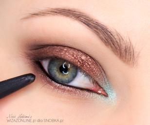Linię wodną w oku pomaluj na czarno.