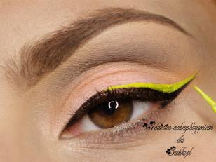 """Neonowym eyelinerem rysuję kreskę na wcześniej zrobionej"""" jaskółce"""" dochodząc tylko do połowy oka (Lime Crime Citreuse)"""