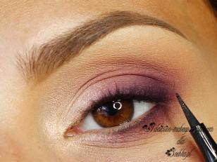 Linię rzęs przyciemniam czarnym eyelinerem w pisaku (Loreal Super Liner Perfect Slim)