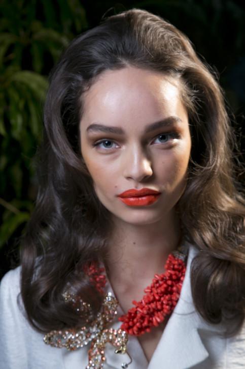 Fryzury pełne lata z Fashion Week w Mediolanie