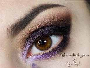 Wewnętrzny kącik podkreślam opalizującym fioletowym pigmentem (Coastal Scents Inter Violet)