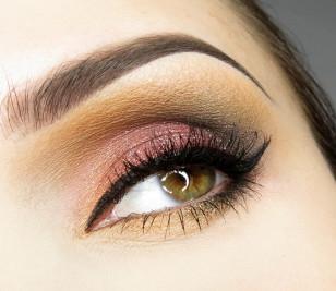 Czas na tuszowanie rzęs i makijaż oka jest już gotowy!