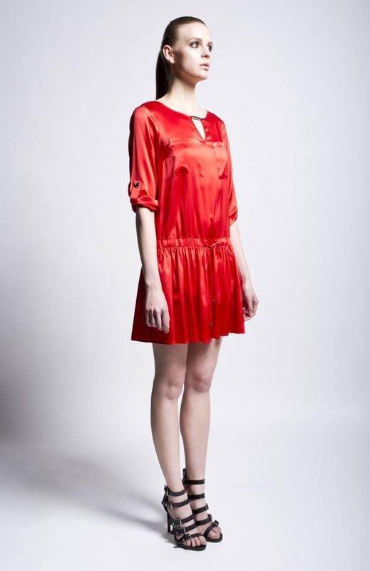 Sukienka z siatki przypomina projekty Christophera Kane'a.
