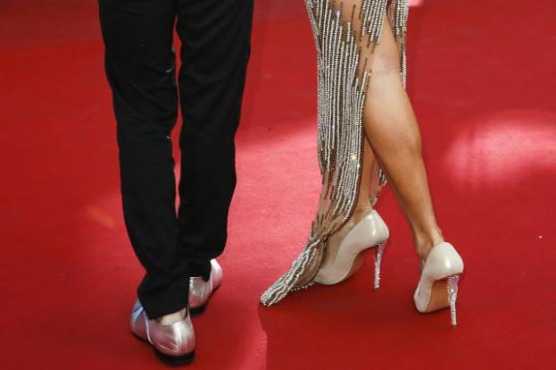 Buty na płaskiej podeszwie nie na czerwony dywan. Afera w Cannes