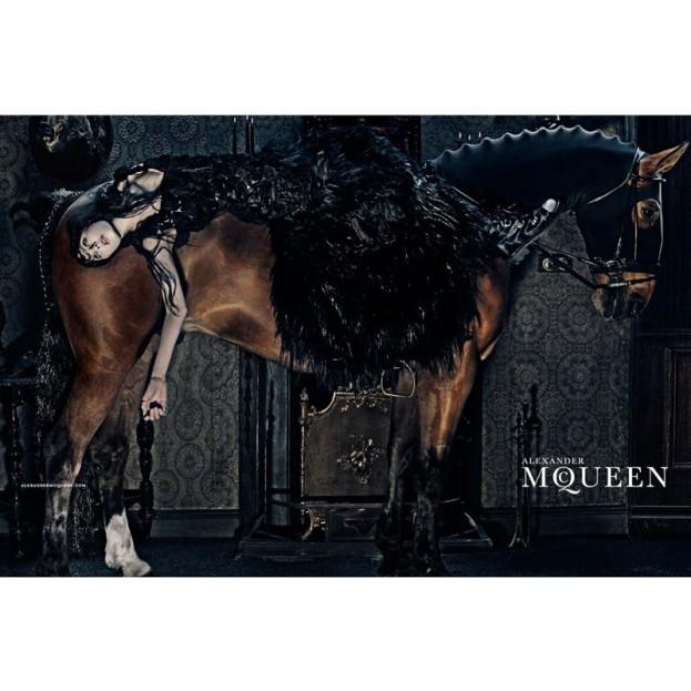 Alexander McQueen, jesień-zima 2014/2015, fot. Steven Klein