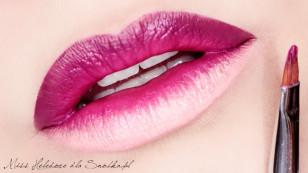 Na przypudrowanych, matowych ustach raz jeszcze nakładam wszystkie kolory - to intensyfikuje natężenie barw.