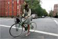 Retro sukienka, szorty czy legginsy: jak się ubrać na rower?