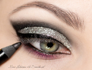 The back of the lower eyelid (water line of the eye) paint a black crayon.