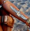Hit czy kit: błyszczące tatuaże zamiast biżuterii
