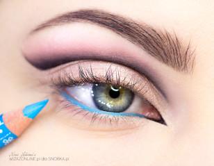Linię wodną w oku pomaluj niebieską kredką.