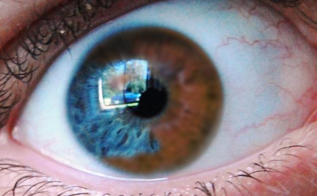 Ciekawostka: trwale zmienisz kolor oczu w 20 sekund
