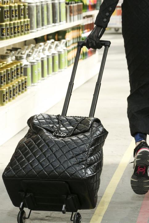 Chanel, 6025 funtów