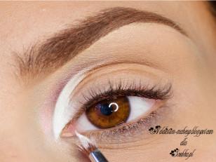 Białym eyelinerem odcinam wcześniej nakładany pigment (Zoeva A-Capella)