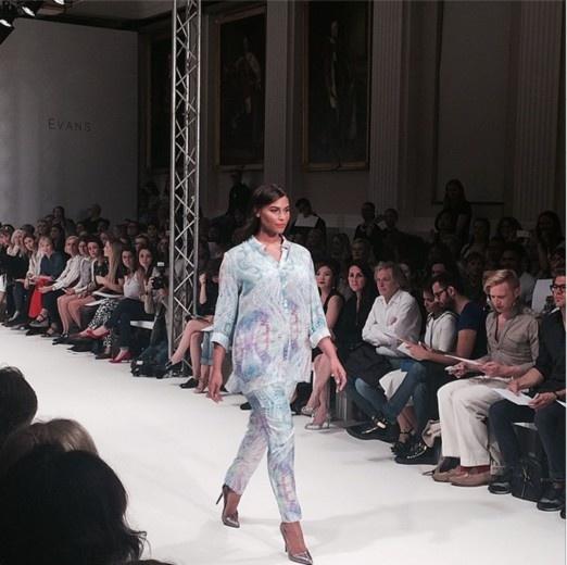 Pokaz plus size na londyńskim tygodniu mody