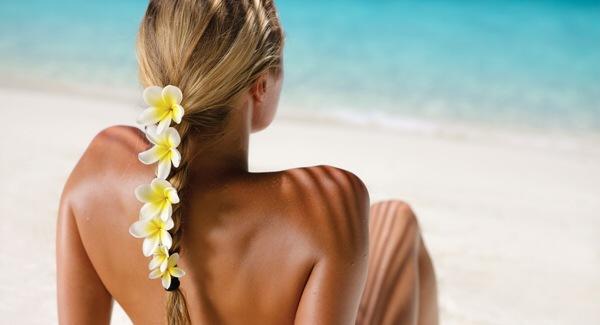 Jak dbać o skórę trądzikową latem. Opalać się