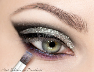 The lower lash line itself an extra coat transparent shimmering purple pigment.