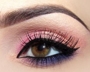 Na linię wodną również nakładam żelowy eyeliner – to doda makijażowi pazura i wyostrzy spojrzenie, zarazem nadając mu wieczorowy charakter.