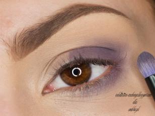 Zewnętrzną część oka zaznaczam matowym, jasnym fioletem   (MUG Fairytale)
