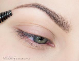 Podkreśl brwi - są one bardzo ważne przy jasnej kolorystyce powiek.