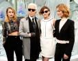 Kristen Stewart, Alice Dellal i Vanessa Paradis z Karlem Lagerfeldem