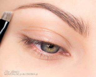Podkreśl brwi. Są one ważnym elementem makijażu oczu.