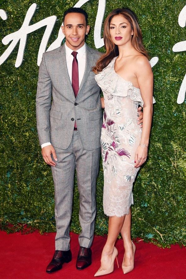 Nicole Sherzinger w sukience Juliena Macdonalda z ukochanym Lewisem Hamiltonem.