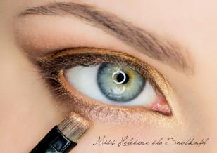 Linie wody w oku zaznacz zlotym cieniem w kremie.