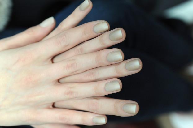 Hit sezonu: piaskowy manicure - SNOBKA