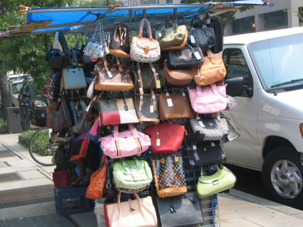 Po czym rozpoznać podróbkę markowej torebki SNOBKA